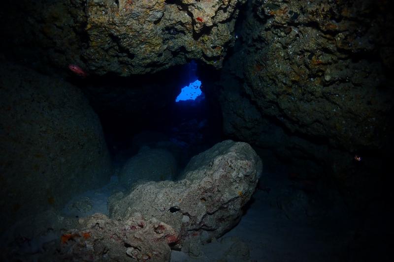 沖縄の水中洞窟